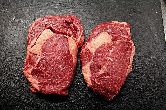 dva pořádné steaky